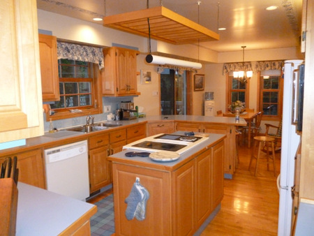 Armoires de cuisines r cup r es avec ajout de moulures moderne for Moulure armoire cuisine