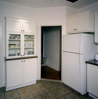 Armoires de cuisine transform es avec ajouts de moulures for Moulure pour armoire de cuisine