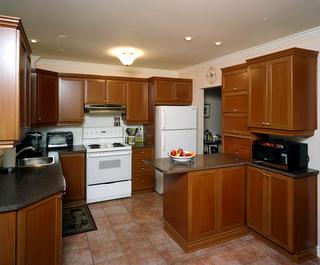 Imitation bois style shaker sur m lamine blanche for Moulure pour armoire de cuisine