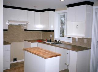 Cuisine laboratoire de m lamine blanche transform e par for Petite cuisine laboratoire