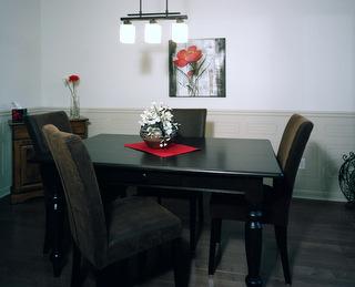 Table en pin décapée et teinte noyer